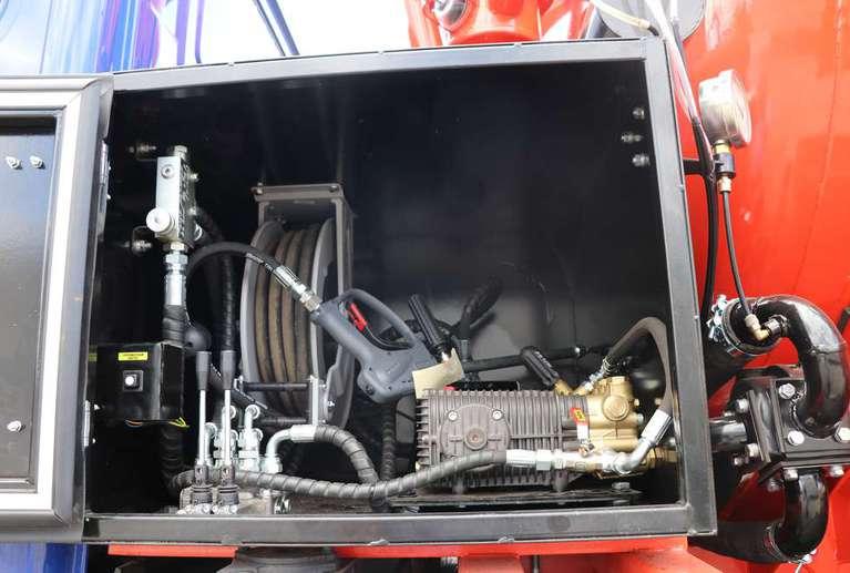 Автоцистерна АКНС-10 на шасси УРАЛ NEXT (со спальным местом)