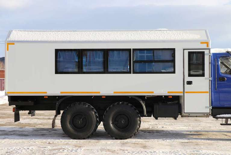 Вахтовый автобус Урал NEXT 4320-74Е5 (с грузовым отсеком) (22 места)
