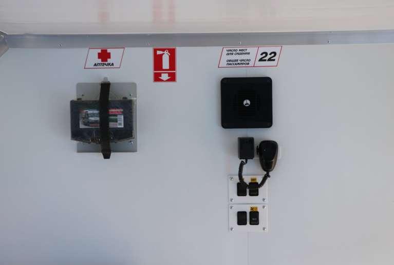 Переговорное устройство фургон/кабина, аптечка