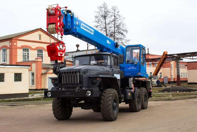 Автокран КС-35719-3-02 на шасси Урал 5557
