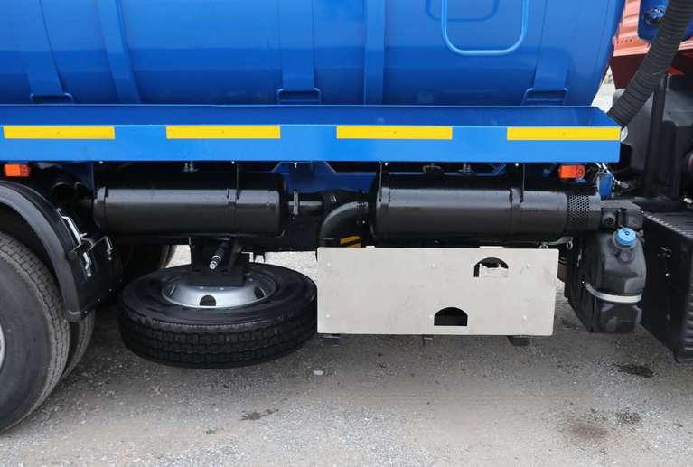 Вакуумная машина МВ-15 на шасси КАМАЗ 65115-48