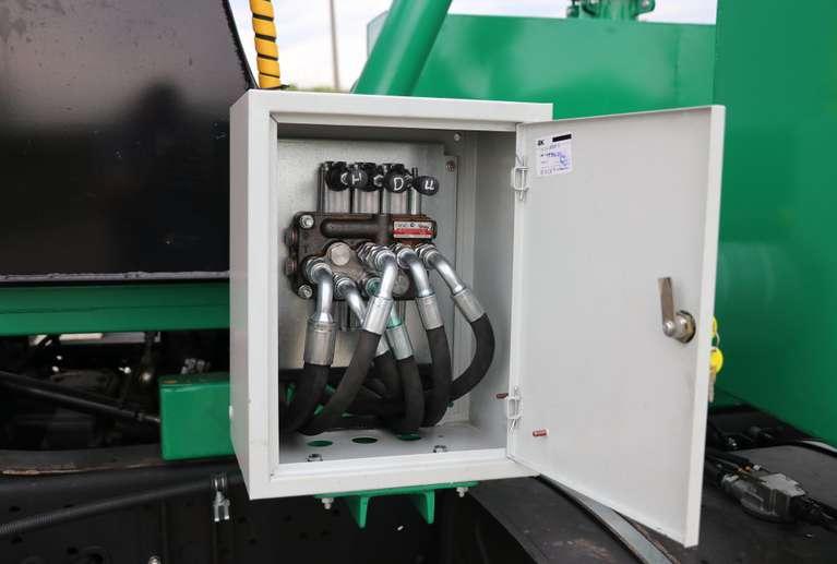 Вакуумная илососная машина МВС-8 на шасси КАМАЗ 53605 (насос PNR-122)