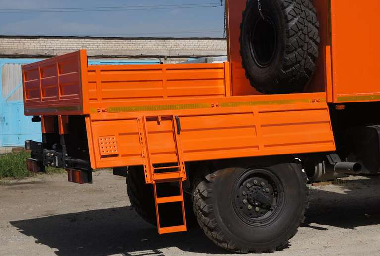 Грузопассажирский автомобиль на шасси КАМАЗ 43502
