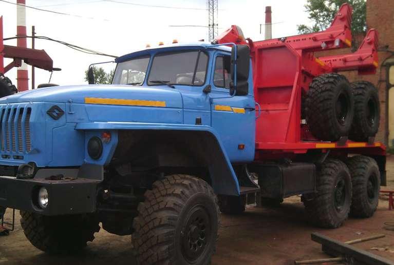 Трубовоз Урал 4320 с прицепом-роспуском