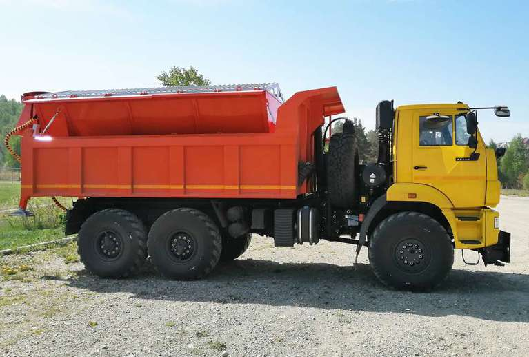 Комбинированная дорожная машина на шасси КАМАЗ 43118-50 (с пескоразбрасывателем)