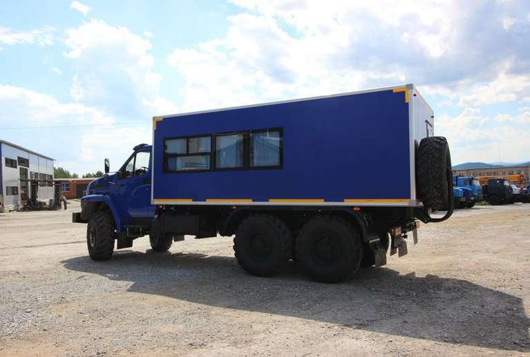 Вахтовый автобус Урал NEXT 4320-72Е5Г38 (с грузовым отсеком) (14 места)