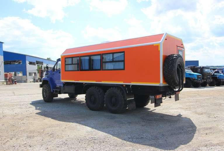 Вахтовый автобус Урал NEXT 4320-72Е5Г38 (с грузовым отсеком) (22 места)