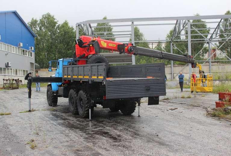 Бортовой Урал 4320 (капотный) с КМУ INMAN IT-200