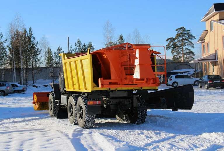Комбинированная дорожная машина на шасси Урал 55571