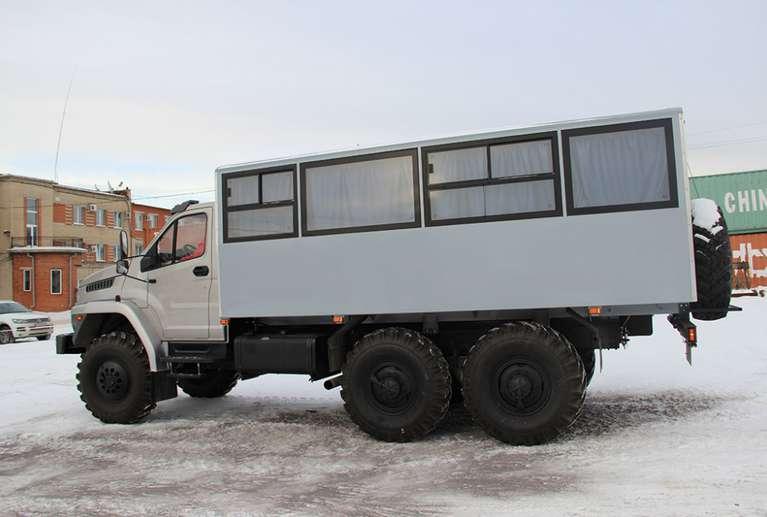 Вахтовый автобус Урал NEXT 3255-71Е5 (22 + 2 места*)