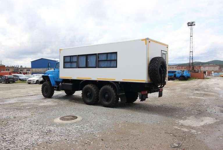 Вахтовый автобус Урал 4320 (с грузовым отсеком) (22 места)