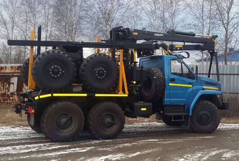 Лесовоз на шасси УРАЛ NEXT 55571 с гидроманипулятором VM10L