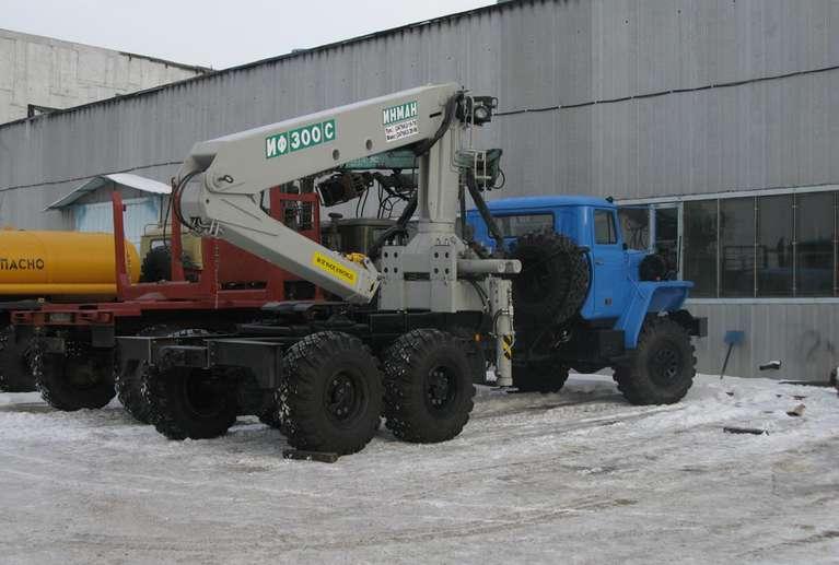 Седельный тягач УРАЛ 4320 с КМУ ИФ-300