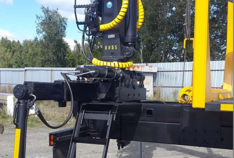Сортиментовоз на шасси УРАЛ NEXT 4320 с гидроманипулятором VM10L
